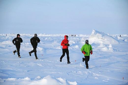 Fernando González encabezando el North Pole Marathon