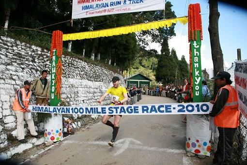 Fernando González venciendo en las 100_Millas del Himalaya