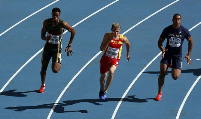 Bruno-Hortelano-durante-carrera-200-metros