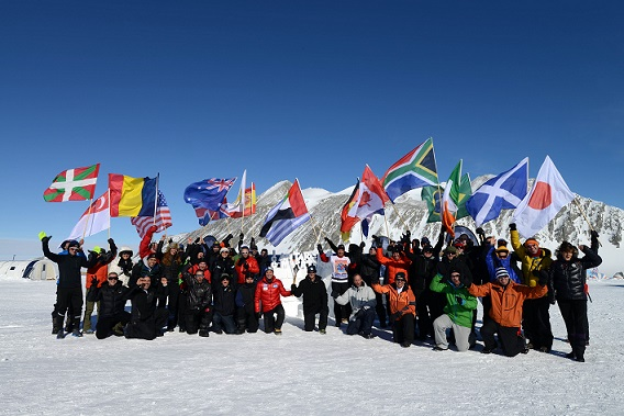 Participantes del Antarctic Ice Marathon_© Mike King