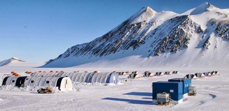 Tiendas de campaña de la base polar Union Glacier Camp_©Mike King