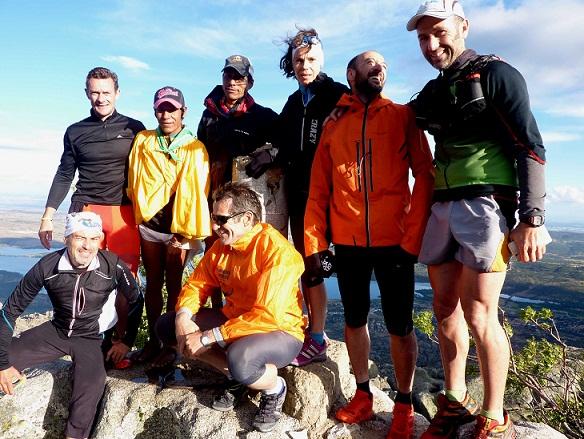 Foto: Arnulfo Quimare-y Silvino Cubesare entre-amigos en la cima del Yelmo