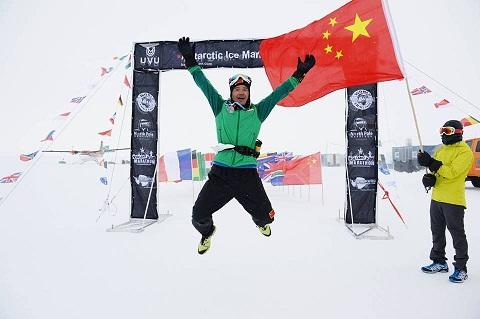 El corredor chino Penbin Chen, vencedor del Antarctic 100KM_©Mike King.jpg